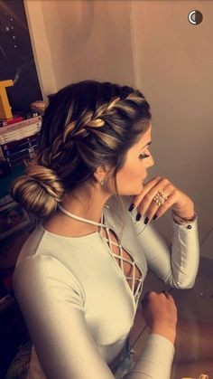 Effortless Side Braid - 30 Elegant French Braid Hairstyles - The Trending Hairstyle Braided Ponytail Hairstyles, Trendy Hairstyles, Bun Updo, Corte Y Color, Edgy Hair, Braids For Long Hair, How To Make Hair, Hair Dos, Hair Hacks