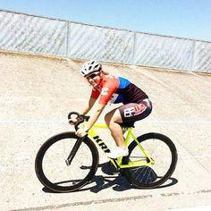 Primer dia de entrenamiento de Sara Cueto en velodromo desde el Criterium de Valencia #krnbikes #krn #krnteam #imbikes #krnpista #bcity #criteriumvalencia #criterium #velodromo #pignonfixe  #pista  @cuetosara
