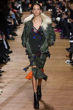 Sacai Fall 2017 Ready-to-Wear Collection Photos - Vogue    MA-1 essentials
