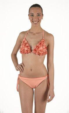 Bikini in lycra triangolo imbottito con applicazioni. Fiori in lycra. Slip fiocco regolabile | Eleonora Lingerie