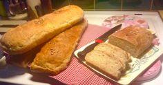 Baka hela månadens bröd på en gång! De här lättbakade frukostbröden med rågsikt och olivolja bakar du i den stora långpannan som hör till ugnen. Det blir 4 bröd som håller sig saftiga och... Food And Drink, Bread, Baking, Brot, Bakken, Breads, Backen, Buns, Sweets