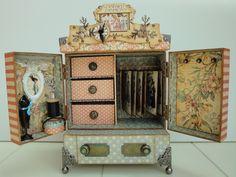 """Ik laat jullie vandaag het kastje: """"A Ladies Cabinet"""" zien. Dit kastje heeft in het september/oktober nummer van de """"creatief met foto's"""" ge..."""