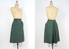 vintage 1940s skirt / classic 40s wool skirt hunter green with tab pockets and pleated back panel $118