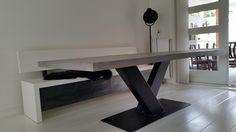 Prachtige betonlooktafel met stalen V-poot en design klepbank van WOONLOODZ!