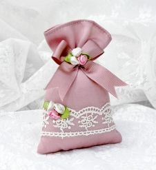 Lavender Bag with Ribbon Trim and Lace Trim – … – Embroidery Desing Ideas Wedding Candy, Wedding Favours, Wedding Gifts, Wedding Pew Decorations, Sachet Bags, Scented Sachets, Baby Shower Vintage, Lavender Bags, World Crafts