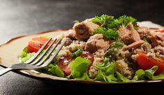 Diétny šalát? Vyskúšaj tuniakový s kuskusom a paradajkami. via @akademiakrasy Nutritious Meals, Healthy Recipes, Healthy Food, Beef, Chicken, Fit, Ethnic Recipes, Health Recipes, Health Foods