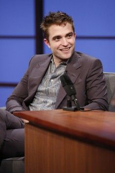 Rob on Late Night with Seth Myers, 6-17-14 (20)
