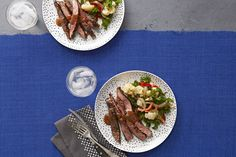 Bifteck de hampe mariné et légumes poêlés -------------La sauce à trois ingrédients de ce plat de bifteck et de légumes est doublement utile: elle sert de marinade et de sauce pour la viande cuite!