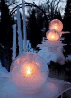 11 DIY Christmas Lighting That'll Turn The Christmas Spirit On - HomelySmart Winter Diy, Winter Christmas, Christmas Crafts, Winter Craft, Christmas Yard, Schnee Party, Ice Crafts, Easy Crafts, Yule