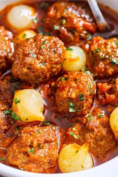 Parsley Meatballs with Spicy Tomato Sauce