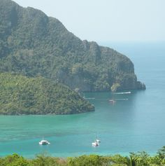 #BreakOut and enjoy the seas off #phiphi, Thailand ppspeedboat, ppferry & pptours http://phi-phi.com