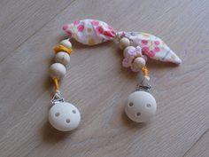 Tovaglini- morbida catenella che trasforma il tovagliolo in un bavaglino (questo è un esempio, disponibile su ordinazione) : Moda bebè di a4mani
