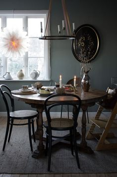 Stillsamt hos annacate Dining Area, Dining Room, Dining Table, Beautiful Interiors, Cozy House, Modern Chairs, Country Kitchen, Home Kitchens, Interior Design
