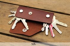 Keychain keyholder made of 100 vegetable tanned by packandsmooch
