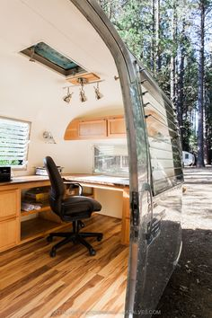 Airstream office renovation Inn Town Campground, Nevada City, California, 1964 Airstream converted into an office, photography by Kat Alves Airstream Sport, Airstream Basecamp, Airstream Bambi, Airstream Living, Airstream Campers, Airstream Remodel, Airstream Renovation, Airstream Interior, Trailer Interior