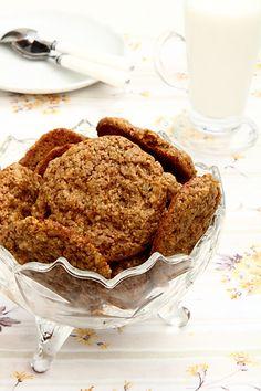 """<h5>Удивительно простое печенье - 10 минут работы, 10 минут выпечки! В рецепте печенья нет ни яиц, ни каких-либо молочных продуктов. Печенье можно испечь в двух вариантах: мягкое или хрустящее, какое вы больше любите. Но в любом варианте - это вкусное печенье.</h5> <a href=""""http://elaizik.ru/veganskoe-jvsiano-orexovoe-pechenie/aimg_0583/"""" rel=""""attachment wp-att-9162""""><img class=""""alignnone size-full wp..."""