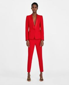 24 Celeb-Inspired Outfits That Will Make Anyone Look Like A Star Blazers For Women, Suits For Women, Red Tuxedo, Tuxedo Pants, Women Tuxedo, Tuxedo Jacket, Costume Rouge, Suit Fashion, Fashion Outfits
