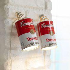 LUMINÁRIA POP | por sua essência despojada, a pop art é uma das vertentes artísticas que mais é replicada em peças decorativas. Teria esta luminária de latas Andy Warhol em casa? #PopArt #AndyWarhol #ArtenaDecoração #TecnisaDecor #Tecnisa Foto: Dumpaday