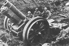 Dutch artillery and crew, The Dutch were quickly overwhelmed by the German army in but in some pockets put up a spirited fight. Military Photos, Military History, Railway Gun, Dutch Netherlands, Italian Army, Naval, Ww2 Photos, French Army, Military Weapons