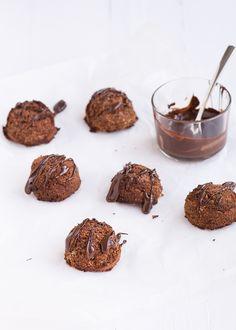 Mmm deze chocolade kokosbollen zijn nog lekkerder dan de originele. En supermakkelijk om te maken.
