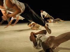 A montagem convida o público a conhecer, por meio da dança, o cotidiano no presídio.