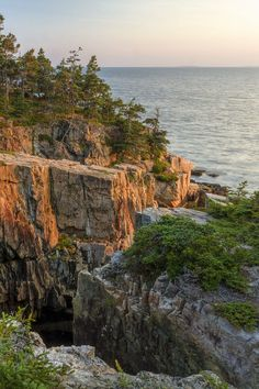 These are the best things to do in Acadia National Park. It's one of our favorite weekend trips from NYC and we added in tons of tips for your visit. Acadia National Park, National Parks, Boulder Beach, Echo Lake, Mount Desert Island, Lake Beach, Texas Travel, Travel Images, Adventurer