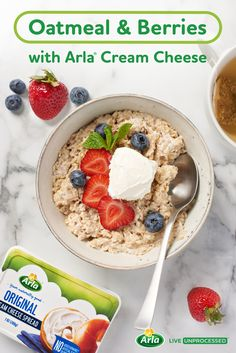 Berries and cream oatmeal with a dollop of Arla cream cheese is a satisfying, wholesome breakfast. New Cooking, Healthy Cooking, Cooking Recipes, Keto Recipes, Healthy Eating, Nutritious Breakfast, Healthy Muffins, Healthy Breakfasts, Probiotic Foods
