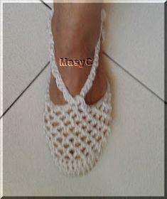 Mi Crochet: Renovar Zapatos con crochet Crochet Sandals, Crochet Shoes, Crochet Clothes, Knit Crochet, Crochet Flip Flops, Crochet Slipper Pattern, Yarn Thread, Knitted Slippers, Slipper Boots