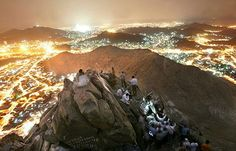 cave hira mecca | OVER VIEW OF MECCA IN NIGHT FROM JABAL AN-NOOR)منظره شهر ...