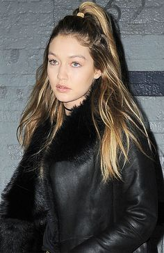 For an edgy date night look channel Gigi Hadids high half-pony: Peinados Kylie Jenner, Kylie Jenner Hair, Down Hairstyles, Easy Hairstyles, Gigi Hadid Hair, Growing Your Hair Out, Half Ponytail, Ariana, Tips Belleza