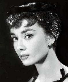 Audrey Hepburn face shot (so gorgeous)