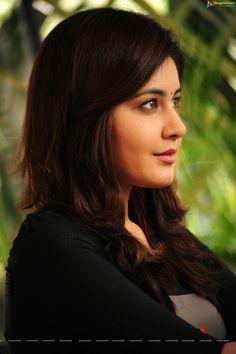 HD Photos: Gorgeous Rashi Khanna in Saree