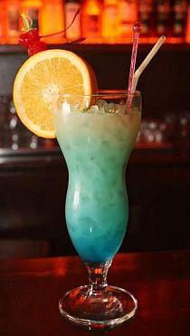 Cud Karaibów Składniki: 40 ml białego rumu, 80 ml s… na Stylowi. Alcoholic Drinks, Beverages, Cocktails, Blue Curacao, Hurricane Glass, Healthy Smoothies, Nutella, Rum, Juice