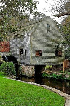 "Dexter's Old Grist Mill, Sandwich (Cape Cod), MA ~ built in the closed in restored in the A dependency rather than a ""simple barn"". Country Barns, Old Barns, Country Life, Country Charm, Country Living, Beautiful World, Beautiful Places, Old Grist Mill, New England States"
