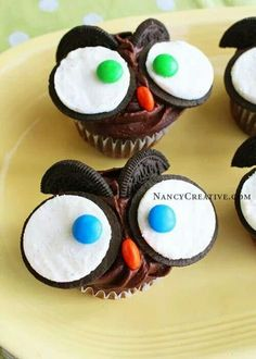 Cute owl cupcakes.