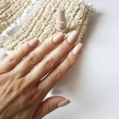 If his toenails are not yet varnished, the Sopolish guarantees perfect nails for 14 days and is ideal for holidays, especially if it combines with the sun, the sea and… Continue Reading → Blush Nails, Nude Nails, Golden Rose Nail Polish, Golden Nails, French Nails, Wow Nails, Lipstick For Fair Skin, Pearl Nails, Lipstick Designs