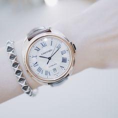 Trying on #Cartier's new iconic pieces, #CledeCartier!  新しく登場したCartierのアイコンウォッチCLE de CARTIERをtry on⌚️こちらはイエローゴールド 44mm、ブラウンのクロコレザーベルトで、ユニセックスで使えるタイプ。時計をするなら、あえてこういったクラシックな感じが気分かも。  #CartierWatches#watches#watch #luxurywatch #vsco#vscocam#instavscocam