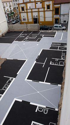 """Maider López: """"Intermedio"""", intervención en un solar. Ayuntamiento de Córdoba, España en 2008. Las líneas pintadas sobre un solar representan el plano de las futuras casas que se construirán en él."""