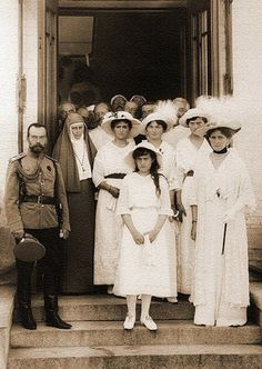 Emperor Nicholas II, Empress Alexandra Feodorovna (Alix of Hesse-Darmstadt), their daughters Olga, Tatiana, Maria and Anastasia; and Grand Duchess Elizaveta Feodorovna (Elisabeth of Hesse-Darmstadt) outside a military hospital in 1914 Date 1914 Tsar Nicolas Ii, Romanov Sisters, Familia Romanov, Anastasia Romanov, Grand Duchess Olga, House Of Romanov, Alexandra Feodorovna, Grand Duke, Imperial Russia