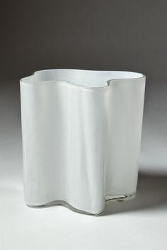 "Vas ""Savoy"", designed by Alvar Aalto for Iitala, Finland. 1950's. — Modernity"