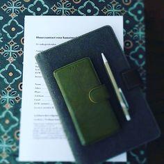 Talking business met Helmi van Bergen. Het verhuren van de upcycling objecten van NICEway, moeten juridische goed in elkaar zitten incl. het verzorgen en onderhouden van de plantjes 💦🌱💦. Dus samen met @juridiqua aan de slag om een huurcontract compleet te maken.   #talkingbusiness #rent #objects #takingcareoftheplants #upcycling #takingcareofbusiness #objectenverzorgen #businesswoman #business #inspirationobjects #inspiration #inspiratie #verhuren #contract #juridisch #decorations…
