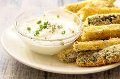 Le zucchine croccanti al forno sono un contorno veloce, facile e leggero, perfetto anche per chi fa particolare attenzione alle calorie