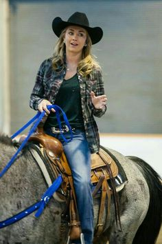 Amber Marshall as Amy Fleming in Heartland (I think? Heartland Quotes, Heartland Ranch, Heartland Tv Show, Heartland Georgie, Country Women, Country Girls, Ty E Amy, Amber Marshall, Le Far West