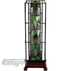 Tiffany Windlicht Dante Leaf Small  Een bijzonder mooi windlicht met groene bladeren. Helemaal met de hand gemaakt van echt Tiffanyglas. Dit originele glas zorgt voor de warme uitstraling. De voet is vervaardigd van brons. Met 1x kleine fitting (E14). Met schakelaar in het lichtnetsnoer. Afmetingen: Hoogte: 35 cm Breedte: 12,5 cm Diepte: 12,5 cm