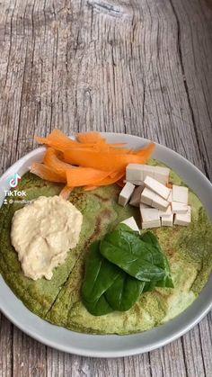 Die grünen Pfannkuchen schmecken super lecker und sind gesund mit Spinat. Grüne Pancakes Rezept, Pfannkuchen backen, Pancakes Rezept, gesunde Rezepte, gesund essen, Pfannkuchen, vegane Pfannkuchen, ohne Eier, ohne Milch Pfannkuchen Rezept, Pancakes, Hulk Wrap Mrs Flury Hulk Pancakes #pfannkuchen #hulk #hulkpankcakes #gesunderezepte #mrsflury Good Food, Yummy Food, Tasty, Vegan Recipes, Cooking Recipes, Smoothie Bowl, Going Vegan, Diy Food, Food Videos