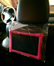 Put your phone or tablet (iPad) in a clear plastic bag to create a hands-free screen in the car when traveling with kids!