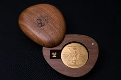 The medal cases are made from wood from certified sustainable sources.