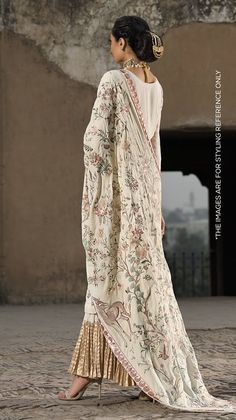 Nishat Linen Winter Formal Dresses Velvet Shawls & Jackets consists of embroidered heavy embellished velvet shawls, jackets, suits, shirts Pakistani Fashion Party Wear, Pakistani Outfits, Indian Outfits, Jacket Dresses Formal, Winter Formal Dresses, Dress Winter, Most Beautiful Dresses, Beautiful Outfits, Desi Clothes