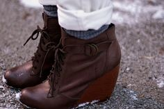 Protect leather shoes from snow and salt. | 21 Insanely Helpful New Ways To Use Your Hair Conditioner