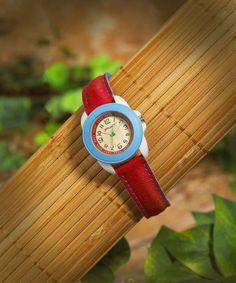 """Relógio ecológicos coreano """"Sprout"""" utilizando materiais sustentáveis como espiga de milho, algodão orgânico, bambu, couro de peixe e baterias sem mercúrio."""